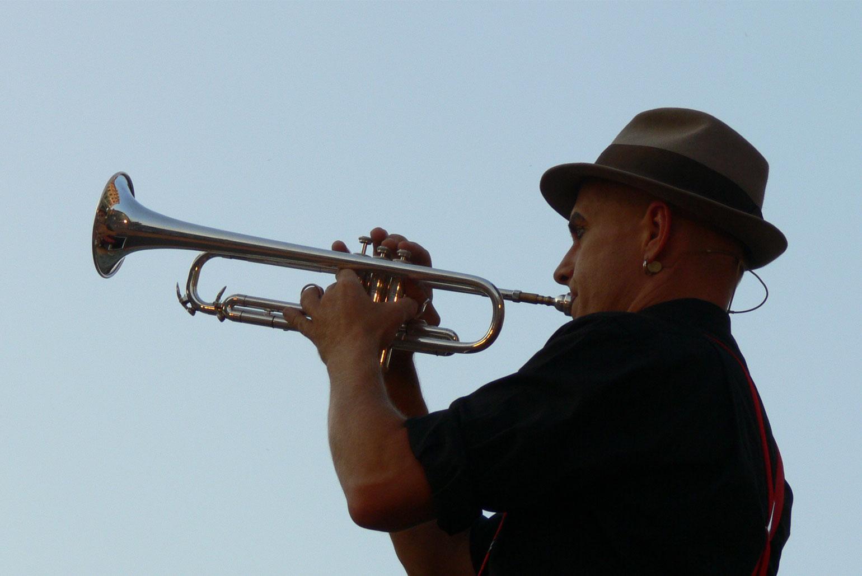 Comixnix Nicolas spielt Trompete